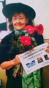 Libuše Lacinová taking over the prize