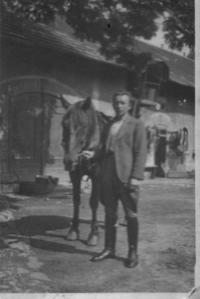 Václav Císař v Řeporyjích na statku
