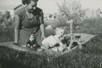 Dáša with her daughter Dana near the kibbutz kindergarten, the only place where there was grass, about 1953