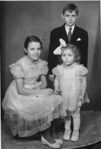 Jana (the youngest child) with her siblings Majka and Jenda 1957