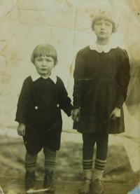 Evženie Hajná  (Hamplová) with her brother Vladimír in České Dorohostaje