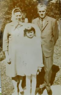 Ehemann Gruz mit ihrer Tochter