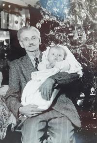 Vater Pavel Grůz