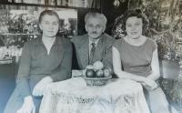 Von links nach Eltern Maria und Paul Grůz