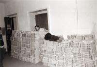 140 000 copies of Student Papers and the editor-in-chief, spring 1990