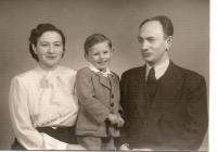 Harry Farkaš with his parents