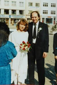 Dana Holubářová (Foukalová) after the wedding with Petr Holubář with best man Stanislav Devátý  in 1990