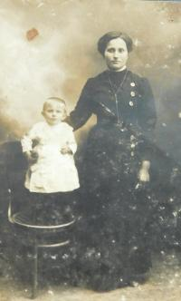 Grandma Marie Safarova with Mother Anna in childhood in 1917 in Volhynia