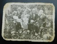 A photograph taken during her stay at the Czechoslovak army corps was worn by my father. From left to left with father Josef, mother Anna Holátková with daughter Anna and grandparents Antonin and Marie Holátka