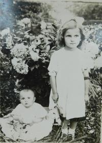 Sisters Anna and Marie Holátka in Volhynia