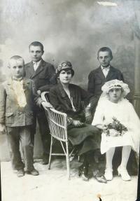 Mother Anna Šafářová (Holátková) at the bottom right at the first reception