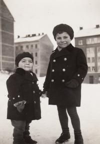 1934, Petr s bratrem
