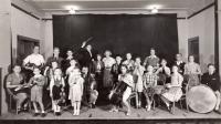 1938, žákovský orchestr, Petr 2. zleva s houslemi