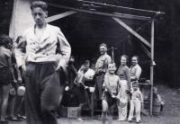 1938, tábor, Petr s ešusem vpředu