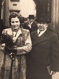1940, listopad, otec a 2. manželka Josefa, roz. Maristhal