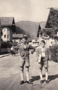 1944, Petr s bratrem