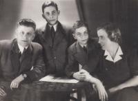 1945, březen, Petr vlevo