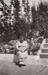 Teta Pepi Vavřínová, 1944, otcova teta, zahynula při pochodu smrti na Pohořelice