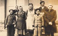 The family of Josef's mother in Radovesnice, his mother Marie in the middle