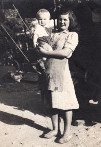 Josef Kovalčuk and his mother in Radovesnice, 1950