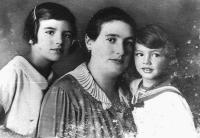 Šmuel with mother and Sister