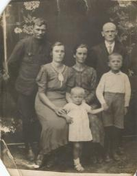 Below Emilia Vignerova with her parents, uncle Vaclav, aunt Elizabeth and cousin Vladimír, who died in Český Malín