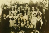 The children from the school in Český Mílin probably in 1946. The second row from the bottom, the first from the right Emilia Vignerova and below her brothers Václav and Rostislav