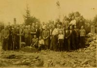 The survivors of the burning of Český Malín. Jeronim Vigner stands in the middle with the beard. He was the only family survivor of the burning of Český Malín.