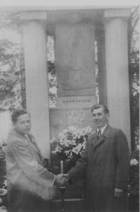 Meeting on the occasion of renaming the village of Frankstadt to Nový Malín in 1947 (from left Vladimír Řepík and Josef Pospíšil)
