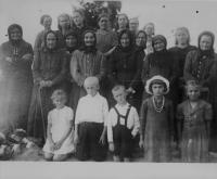 A group of rescued elderly, women and children who survived the assassination in Český Malín