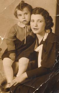 Jitka with her mother Věra Lustigová Jirousková, 1933