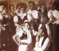 Czech community in the kibbutz Sde Nehemja, formerly Huliot. Věra´s wedding, 1944