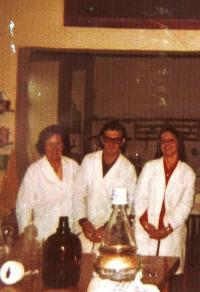 Věra in the lab
