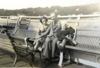 Karel Feuerstein za války v Anglii s dětmi svých přátel
