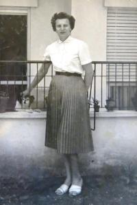 Marie Feuersteinová, Ramat Gan.