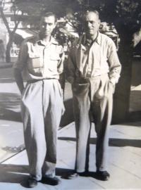 Karel Feuerstein (vpravo) s kolegou. Nedatováno