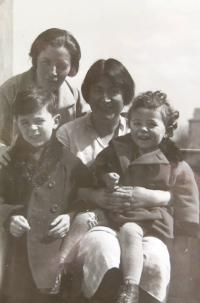Mum Zdenka with her friend and son Reuven