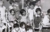 Matti Cohen (Mathias Kohn) in kindergarten in Ústí nad Labem. Matti second from right in the top row, 1929.