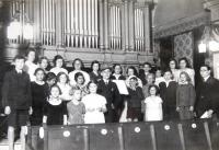 Children choir in the synagogue in Ústí nad Labem. In the middle brother Reuven (with a hat). 21. 5. 1936