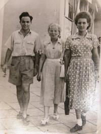 Matti Cohen, mum Zdeňka Kohn, Matti´s girlfriend Ruth Brada. 1950ies