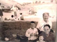 Matti Cohen with his mother in law Fini Brada, daughter and son Rani