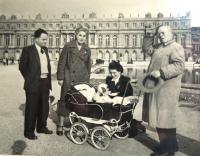 Standing Matti Cohen, aunt Susan Ascher, uncle Ernst Ascher. Uncle´s daughter in law with her son Jean-Paul. Paris, Versailles, 1956