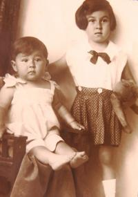 Sisters Gertruda (left) and Charlotta Neumann