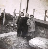 Children Ervín, Erika, Marta whom Ruth Mittelmann (Charlotta Neumann) taught during the WWII when education of Jewish children was forbidden. Bratislava, January 1943