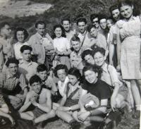 Youth group Gordonia - Maccabi ha-tzair. Ruth Mittelmann (Charlotta Neumann) 2nd from left in the top row, 4th in the same row her sister Gertruda Neumann, top row 1st from right Maud Steckelmacher-Beer, 4th Eva Fürst-Livni. 1946.
