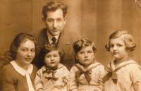 Family, 1933