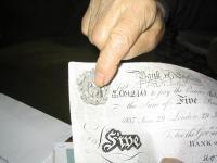 Detail fotokopie jedné z padělaných bankovek