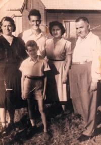 Ester, grandmother´s sister, his husband Chananja, their daughter Shelly with her husband, Shaul, Rishon le-Zion 1951