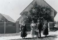 Horn family in front of their house, from left: Grandma Růžena Hornová, Mother Růžena Hornová, Josef and František Horn, 1936
