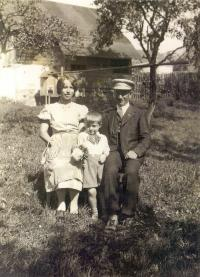Reinhard Horn with his parents